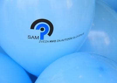Sprehod-z-modrimi-baloni-Moj-dežnik-je-lahko-balon_CPOS